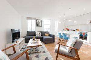The Lillie Road Residence