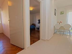 Apartments Dario 1104, Apartmány  Fažana - big - 17