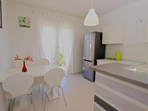 Apartments Dario 1104, Apartmány  Fažana - big - 9