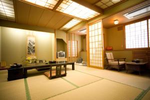 冬忍川湯第一酒店 image