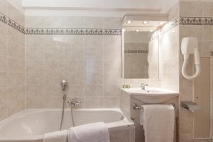 Logis Hotel Les Grands Crus, Отели  Жевре-Шамбертен - big - 18