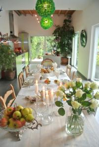 B&B Azee, Bed and Breakfasts  Ostende - big - 57