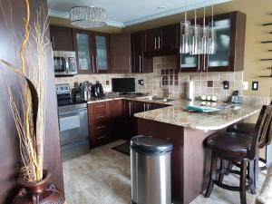 4 bedroom-house with Pool and Hot Tub Downtown, Apartmány  Gatineau - big - 13