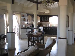 Apartments in Maya's Bajan Villas, Ferienwohnungen  Christ Church - big - 5