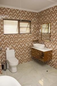 Etuna Guesthouse Court, Penzióny  Ongwediva - big - 15