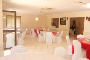 Etuna Guesthouse Court, Penzióny  Ongwediva - big - 24