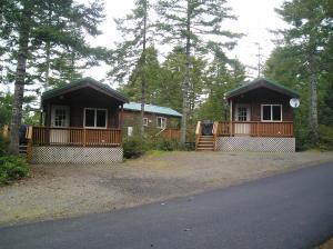 Pacific City Camping Resort Cabin 5, Комплексы для отдыха с коттеджами/бунгало  Cloverdale - big - 1