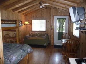 Pacific City Camping Resort Cabin 5, Комплексы для отдыха с коттеджами/бунгало  Cloverdale - big - 2