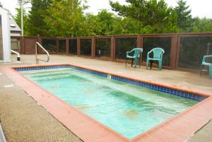 Pacific City Camping Resort Cabin 5, Комплексы для отдыха с коттеджами/бунгало  Cloverdale - big - 12