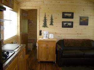 Pacific City Camping Resort Cottage 3, Комплексы для отдыха с коттеджами/бунгало  Cloverdale - big - 5