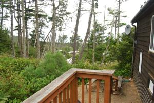 Pacific City Camping Resort Cabin 6, Ferienparks  Cloverdale - big - 2