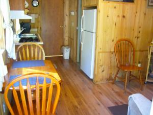 Pacific City Camping Resort Cabin 6, Ferienparks  Cloverdale - big - 5