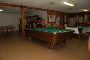 Pacific City Camping Resort Cabin 6, Ferienparks  Cloverdale - big - 11