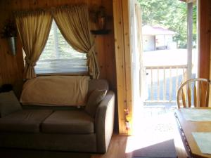 Pacific City Camping Resort Cabin 8, Ferienparks  Cloverdale - big - 3