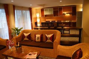 Tolmaj Family Apartment