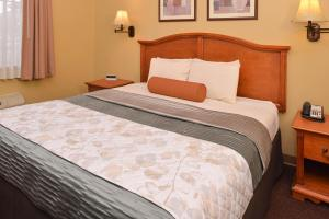Country Hearth Inn & Suites Edwardsville