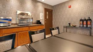 Best Western Riverside Inn, Отели  Danville - big - 25