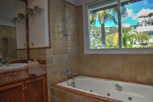 Penthouse with Sea Views, Appartamenti  Benahavís - big - 3