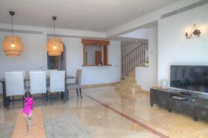 Penthouse with Sea Views, Appartamenti  Benahavís - big - 11