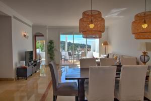 Penthouse with Sea Views, Appartamenti  Benahavís - big - 25