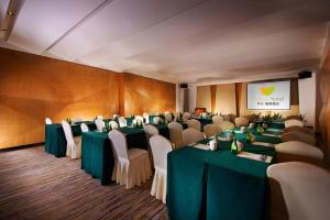 Фото отеля Deqing New Century Manju Hotel Wukang