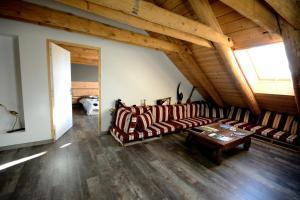 La Grange de l'Ardeyrol, Bed and Breakfasts  Saint-Clément - big - 4