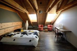 La Grange de l'Ardeyrol, Bed and Breakfasts  Saint-Clément - big - 5