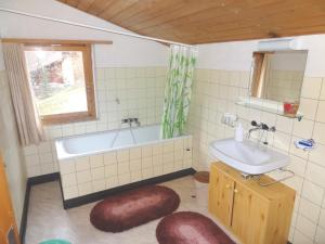 Chalet Regula, Prázdninové domy  Quinten - big - 22
