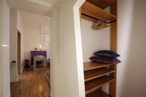 Trevi Fashion Suites, Apartments  Rome - big - 16