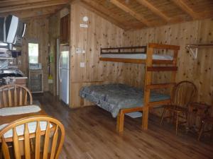 Pacific City Camping Resort Cabin 4, Комплексы для отдыха с коттеджами/бунгало  Cloverdale - big - 4