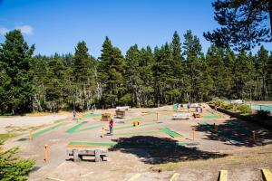 Pacific City Camping Resort Cabin 4, Комплексы для отдыха с коттеджами/бунгало  Cloverdale - big - 16