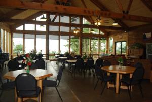 Pacific City Camping Resort Cabin 4, Комплексы для отдыха с коттеджами/бунгало  Cloverdale - big - 8