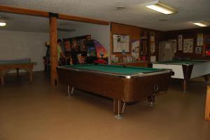 Pacific City Camping Resort Cabin 4, Комплексы для отдыха с коттеджами/бунгало  Cloverdale - big - 10
