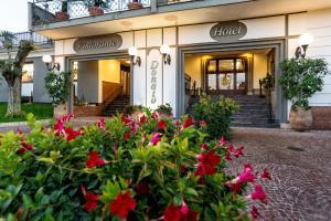 Hotel Ristorante Donato, Hotely  Calvizzano - big - 62