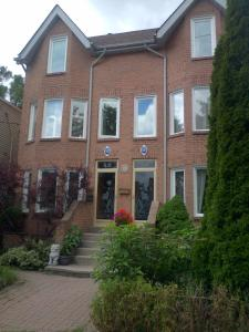 Toronto Downtown Riverdale Home, 3 BED, 3.5 Baths