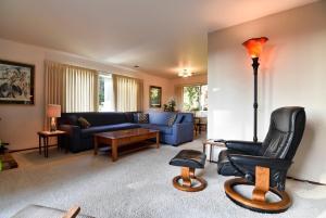 Hillside Home - Three Bedroom Holiday Home