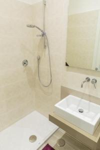 4Bros Wonderful Apartment 14, Ferienwohnungen  Rom - big - 6