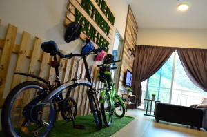 The Woodz x Bike Stop