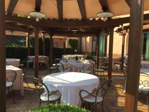 Hotel La Cantina, Отели  Medolla - big - 5