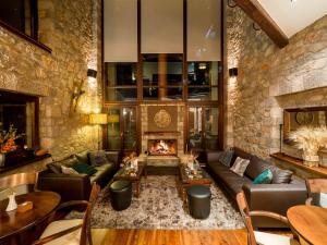 Erochos Suites Hotel