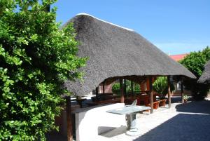 Ongwediva Town Lodge, Лоджи  Ongwediva - big - 13