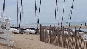 Gîtes de la Mer - Mer et Soleil, Case vacanze  Hauteville-sur-Mer - big - 40