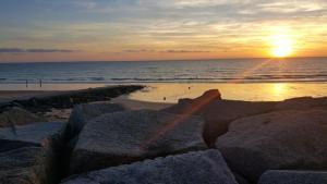 Gîtes de la Mer - Mer et Soleil, Case vacanze  Hauteville-sur-Mer - big - 38