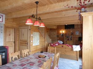 Chalet Le Villard, Horské chaty  Enchastrayes - big - 25