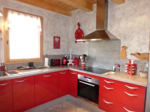 Chalet Le Villard, Horské chaty  Enchastrayes - big - 9