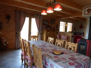 Chalet Le Villard, Horské chaty  Enchastrayes - big - 4