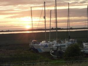 Gîtes de la Mer - Mer et Soleil, Case vacanze  Hauteville-sur-Mer - big - 3