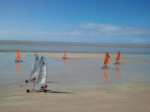 Gîtes de la Mer - Mer et Soleil, Case vacanze  Hauteville-sur-Mer - big - 5