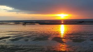 Gîtes de la Mer - Mer et Soleil, Case vacanze  Hauteville-sur-Mer - big - 28