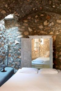 Villas & Mansions of Santorini(Megalochori)